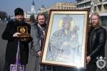 Митрополит Никодим разом із духовенством об'їхав Житомир з Подільською іконою Божої Матері та мощами святителя Луки Кримського!